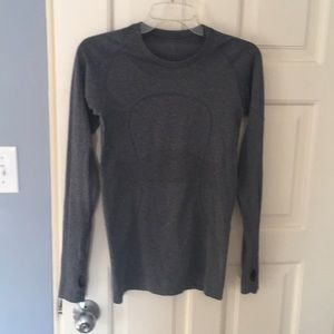 Lululemon run swiftly L/S, size 6